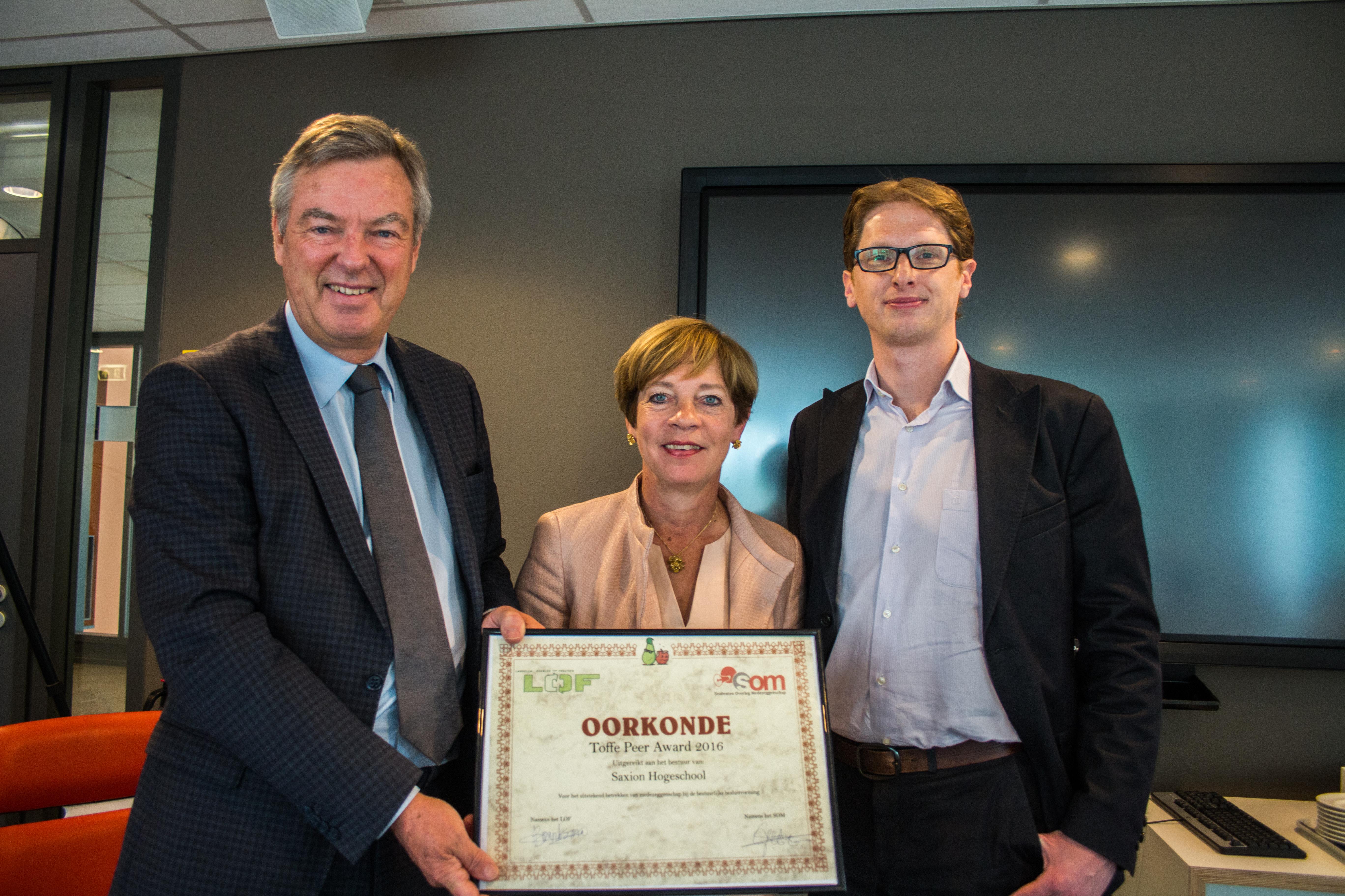 Fruitige medezeggenschapsawards uitgereikt: Saxion verdient Toffe Peer, HU krijgt Rotte Appel